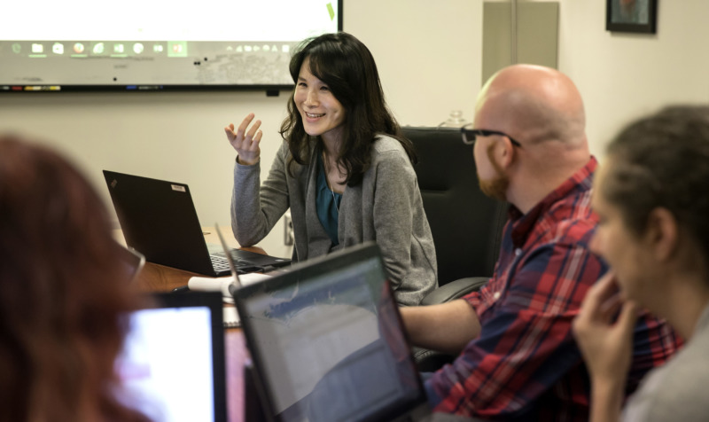kelly ryoo collaborating with students